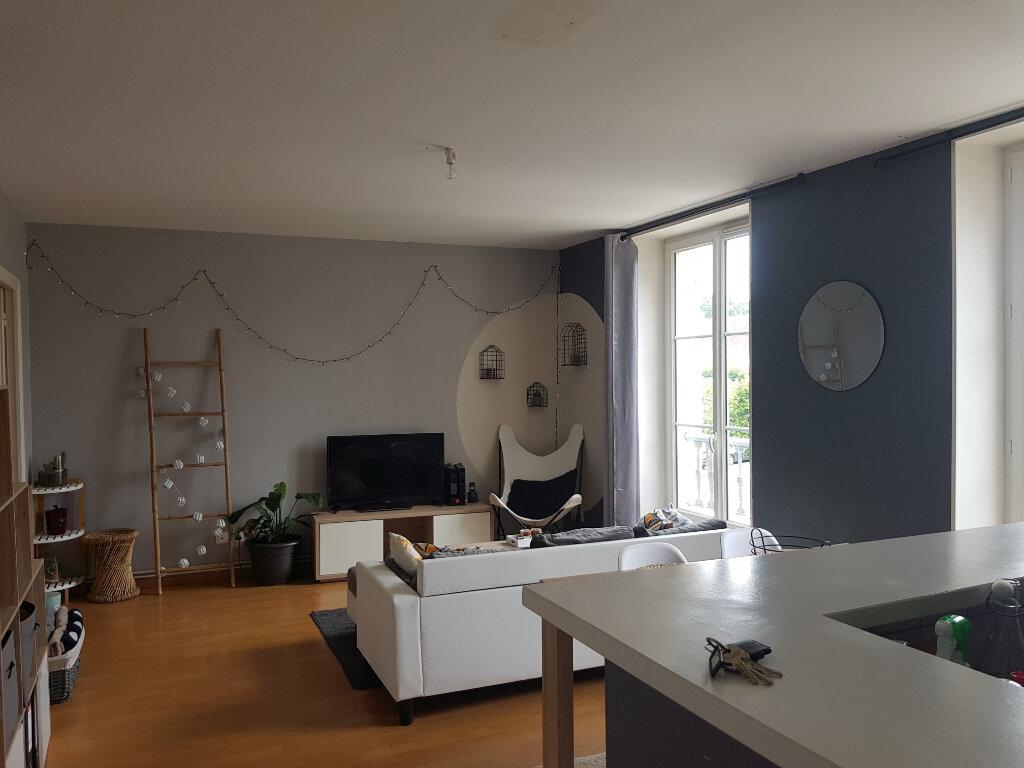 Appartement à louer 3 70m2 à Mamers vignette-1