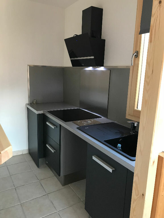 Appartement à louer 1 30m2 à Gréoux-les-Bains vignette-3