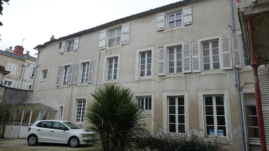 Immeuble à vendre 0 333m2 à La Rochelle vignette-1