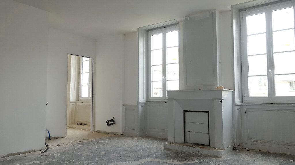 Immeuble à vendre 0 333m2 à La Rochelle vignette-2