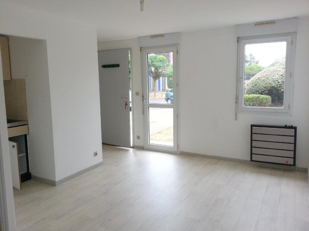 Appartement à louer 1 20m2 à La Rochelle vignette-1