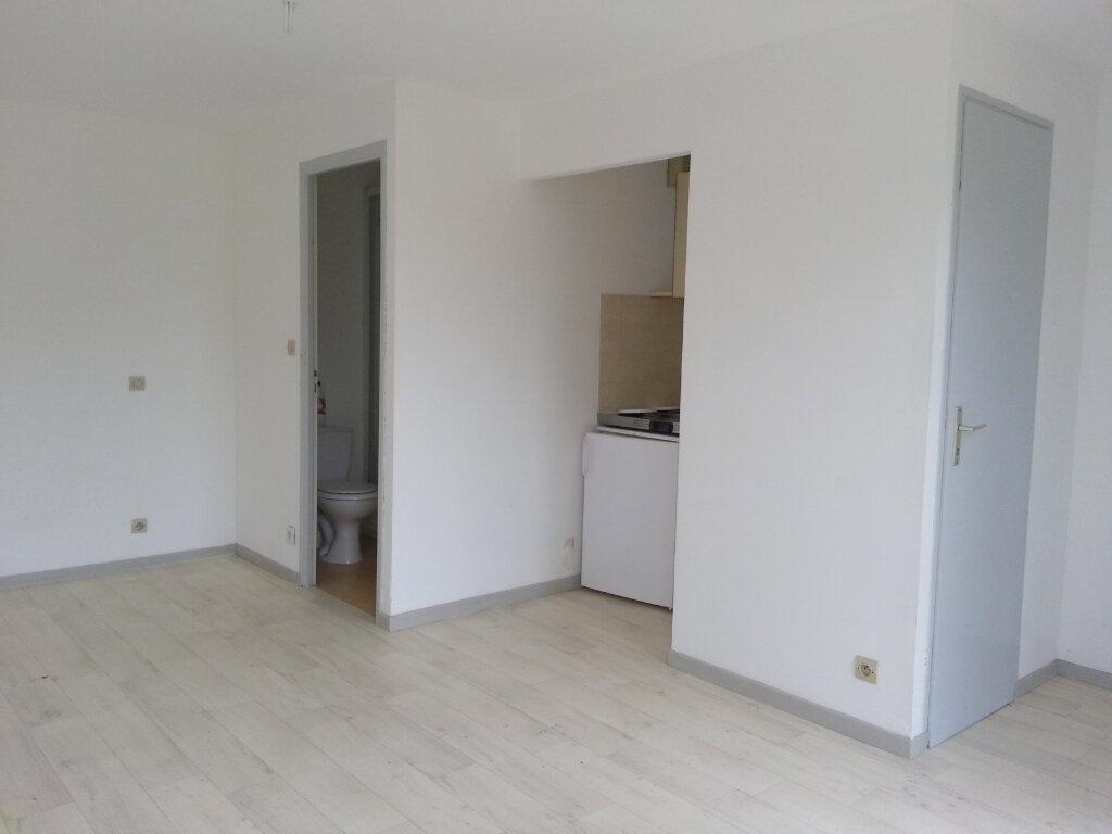 Appartement à louer 1 20m2 à La Rochelle vignette-3