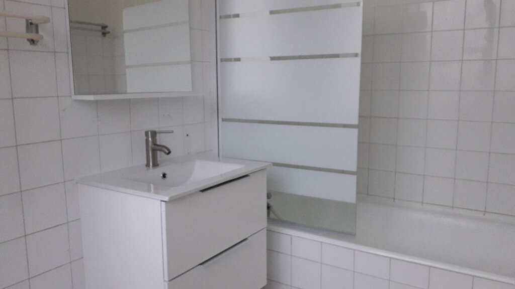Appartement à louer 2 56m2 à La Rochelle vignette-4