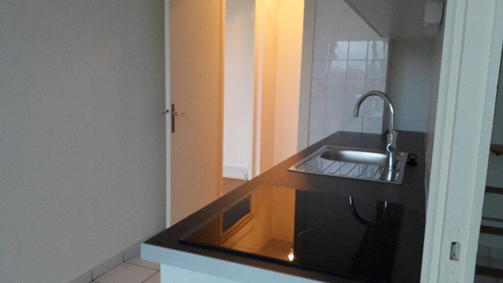 Appartement à louer 2 56m2 à La Rochelle vignette-6
