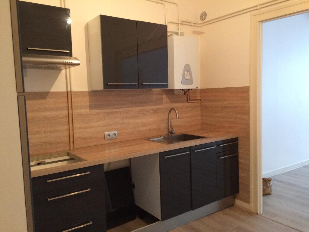 Appartement à louer 3 100m2 à La Rochelle vignette-1