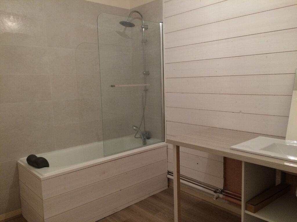 Appartement à louer 3 100m2 à La Rochelle vignette-3
