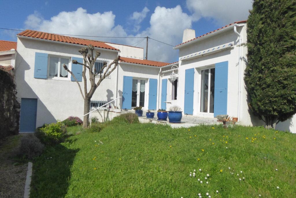 Maison à vendre 6 153.88m2 à La Rochelle vignette-1