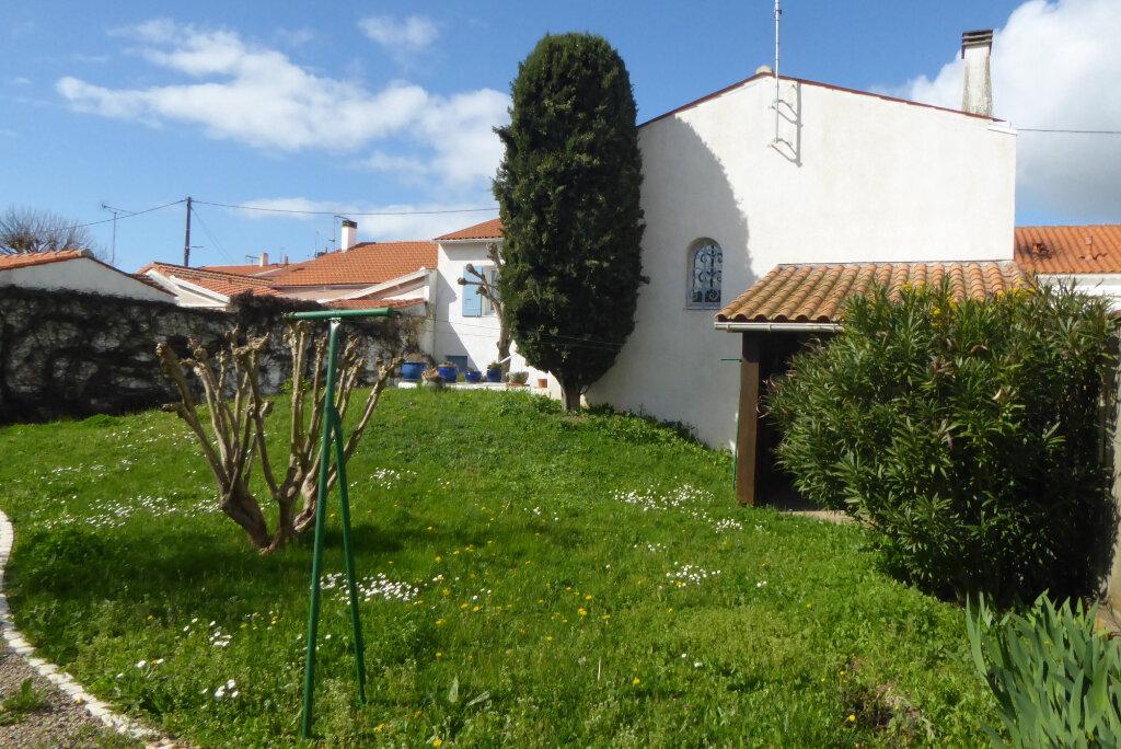 Maison à vendre 6 153.88m2 à La Rochelle vignette-2