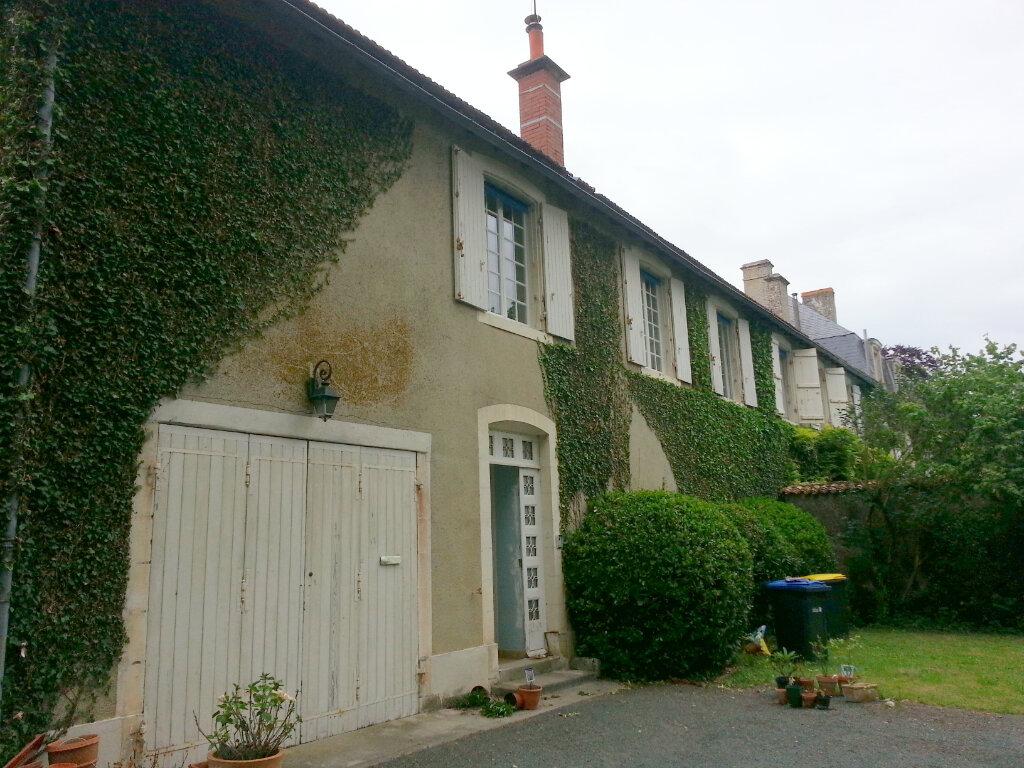 Appartement à louer 4 99m2 à Dompierre-sur-Mer vignette-1