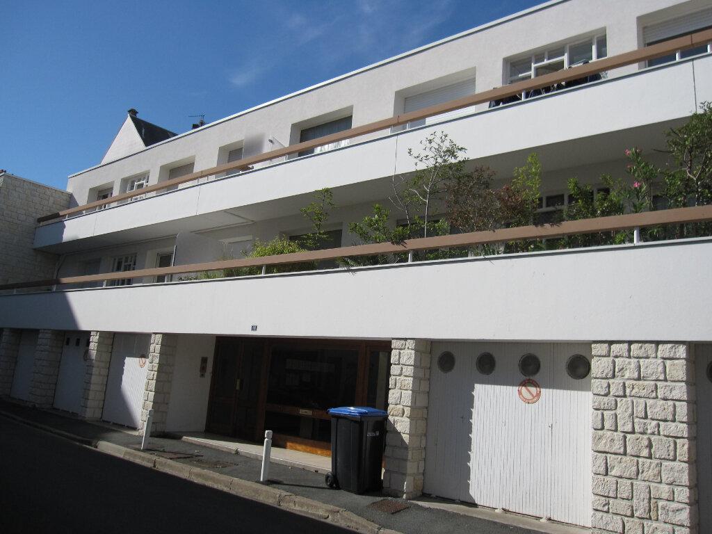 Appartement à louer 1 23m2 à La Rochelle vignette-1