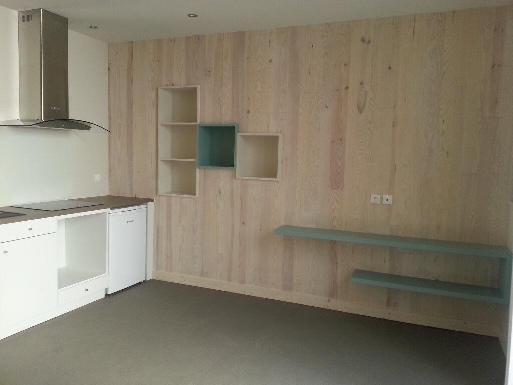 Appartement à louer 1 35m2 à La Rochelle vignette-3
