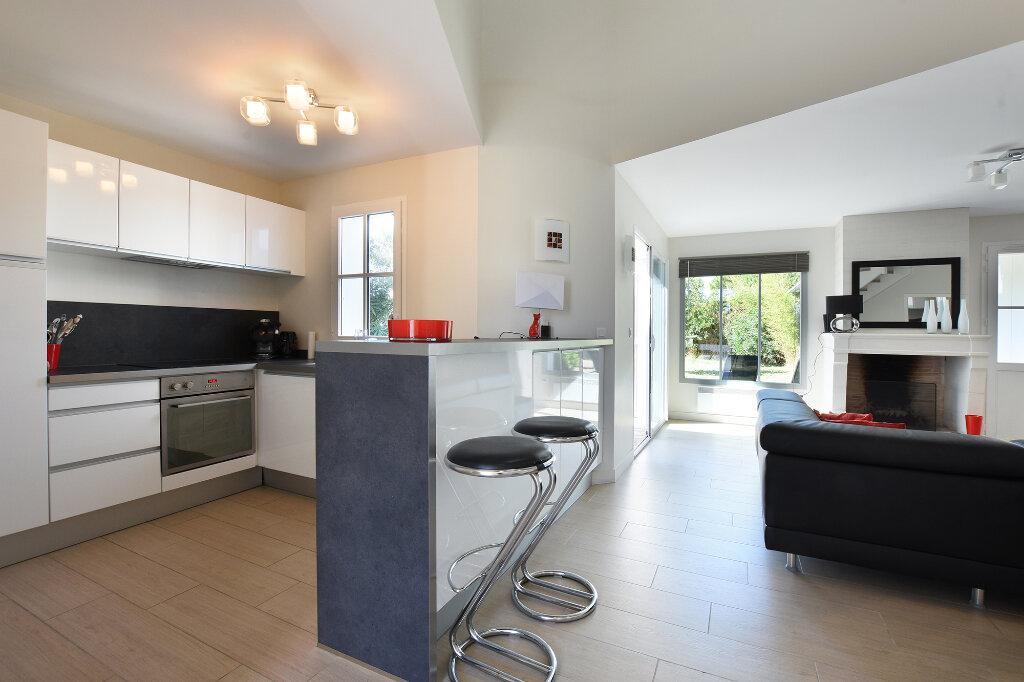 Maison à vendre 5 120m2 à Saint-Clément-des-Baleines vignette-6