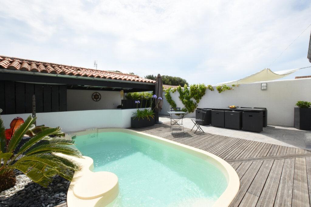 Maison à vendre 5 128m2 à Sainte-Marie-de-Ré vignette-1