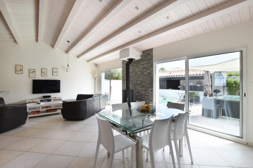 Maison à vendre 5 128m2 à Sainte-Marie-de-Ré vignette-3