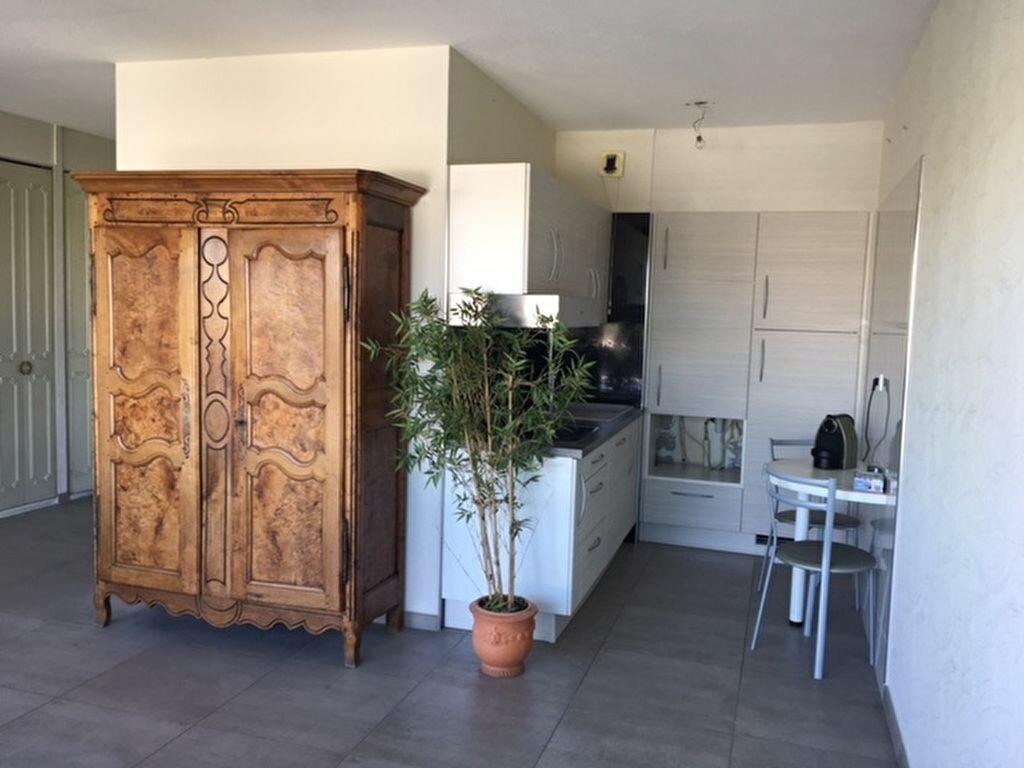 Appartement à louer 2 45.76m2 à Lyon 8 vignette-1