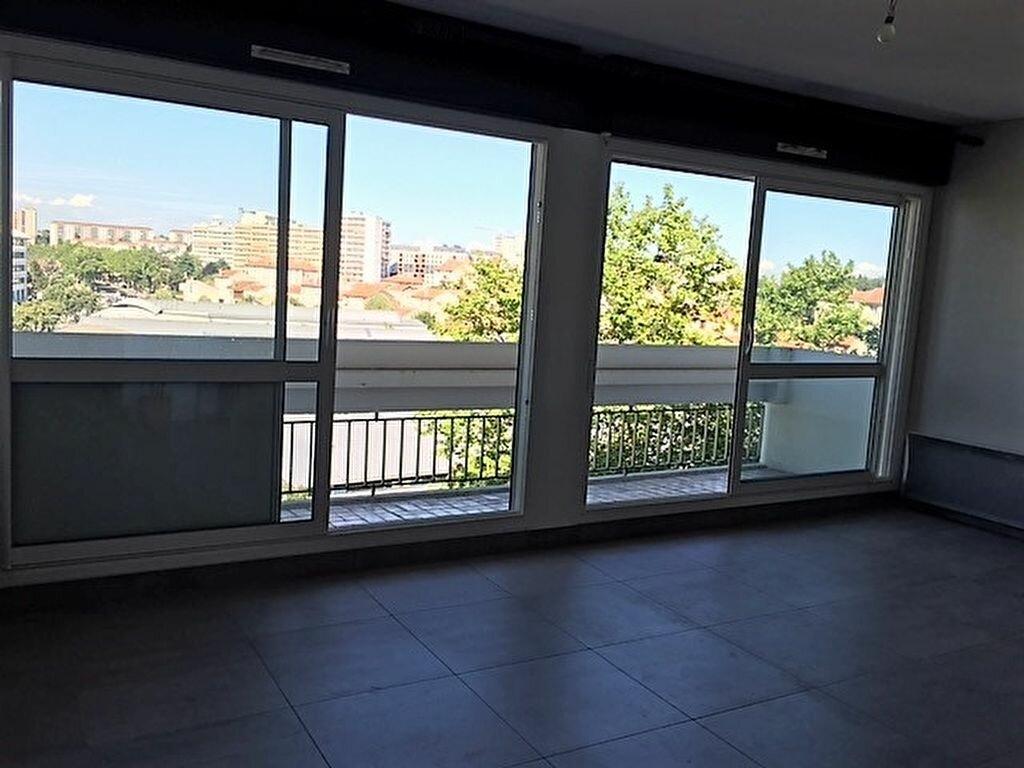Appartement à louer 2 45.76m2 à Lyon 8 vignette-3