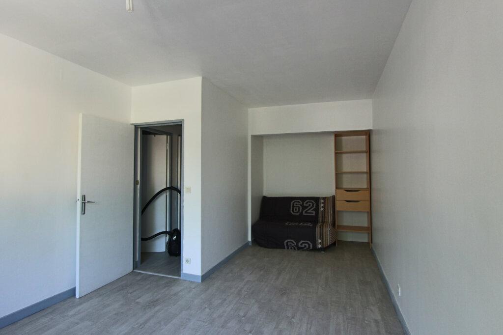Appartement à louer 1 28m2 à Villeurbanne vignette-2