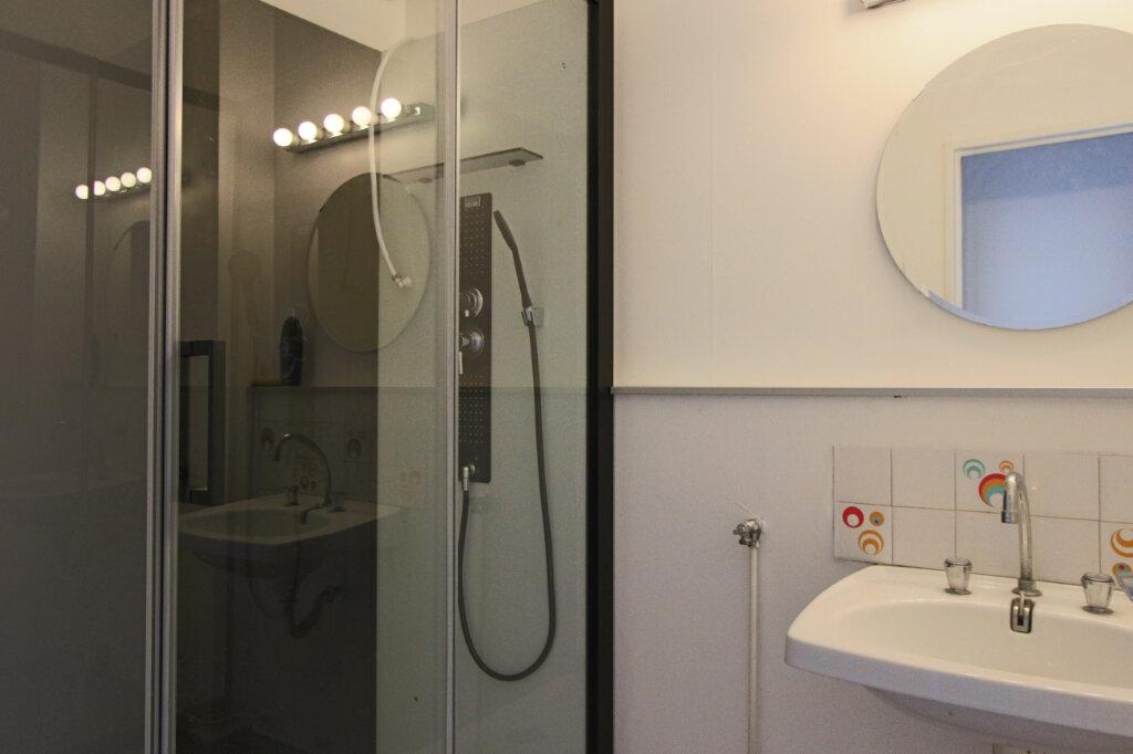 Appartement à louer 1 28m2 à Villeurbanne vignette-3