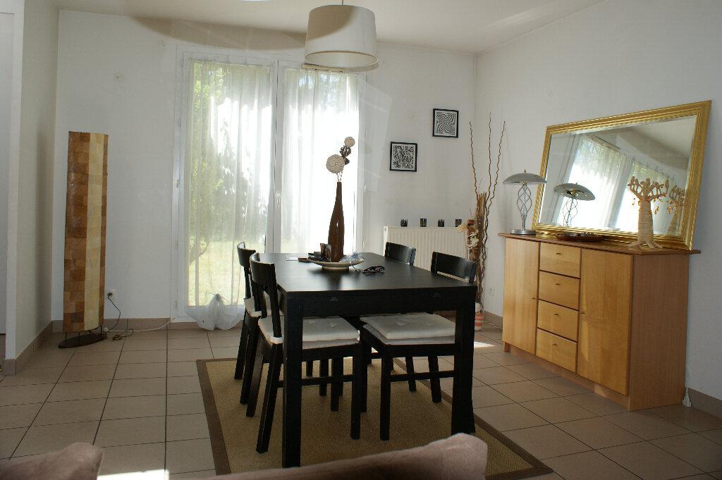 Maison à louer 5 127m2 à Saint-Sébastien-de-Morsent vignette-3