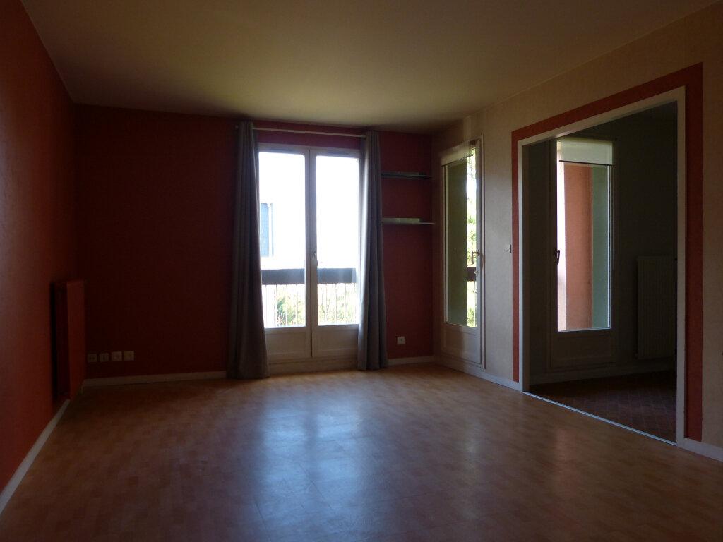 Appartement à louer 3 67.55m2 à Évreux vignette-3