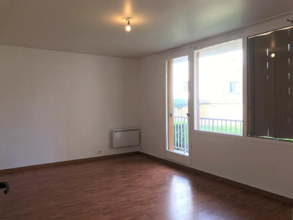 Appartement à louer 3 66.66m2 à Évreux vignette-2