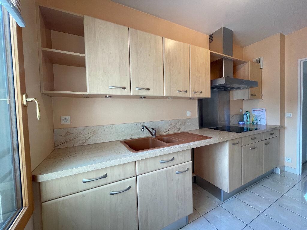 Appartement à louer 3 61.66m2 à Évreux vignette-5