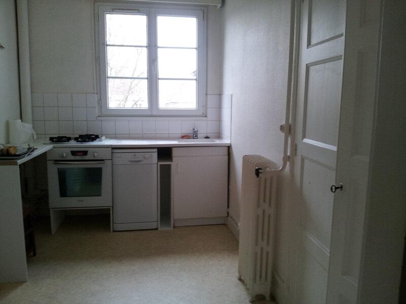 Appartement à louer 4 113m2 à Évreux vignette-3
