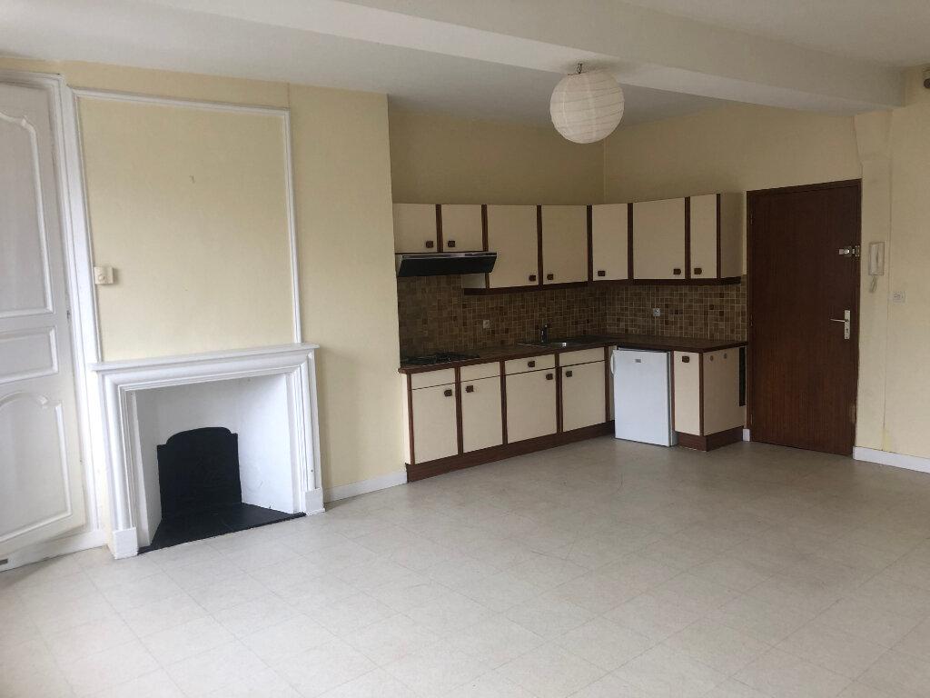 Appartement à louer 2 51m2 à Conches-en-Ouche vignette-2