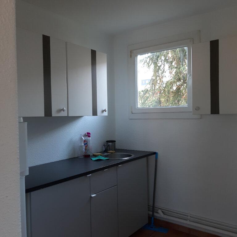 Appartement à louer 3 62.96m2 à Évreux vignette-3