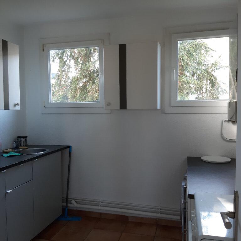Appartement à louer 3 62.96m2 à Évreux vignette-5