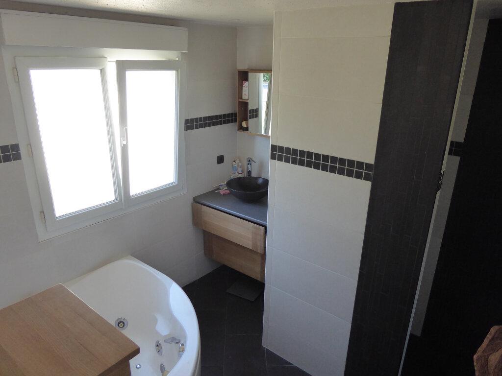 Maison à louer 4 122m2 à Gradignan vignette-6