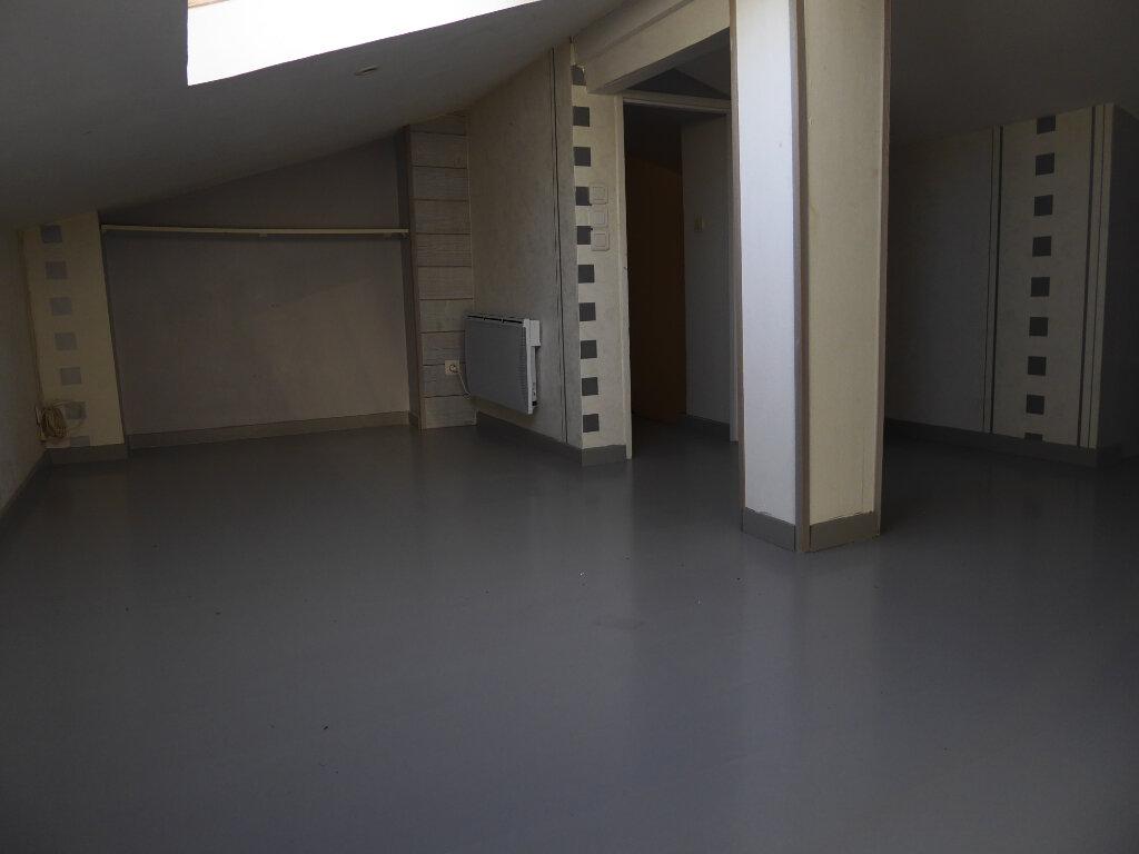 Maison à louer 4 122m2 à Gradignan vignette-9