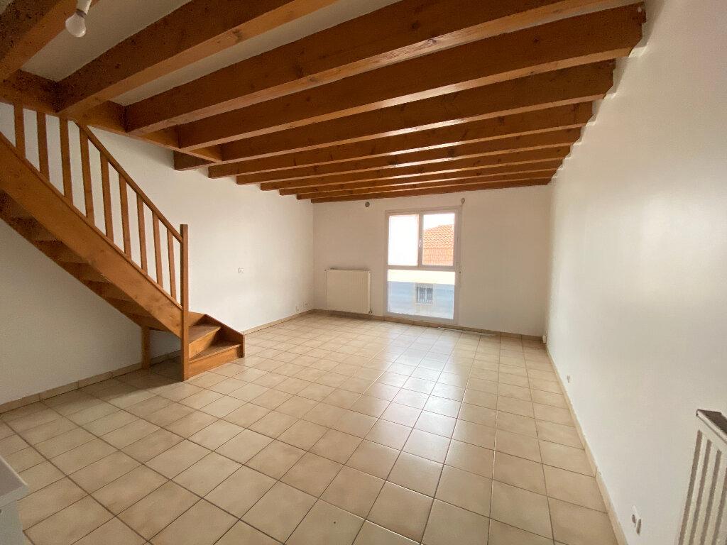 Appartement à louer 3 54m2 à Talence vignette-1