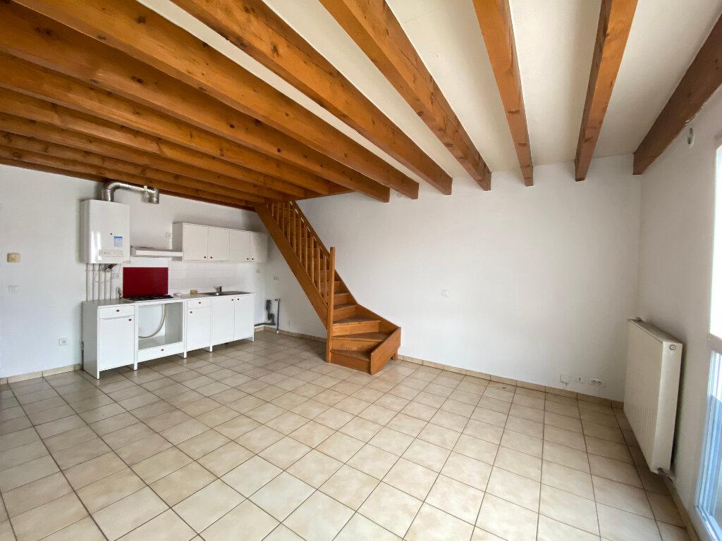 Appartement à louer 3 54m2 à Talence vignette-2