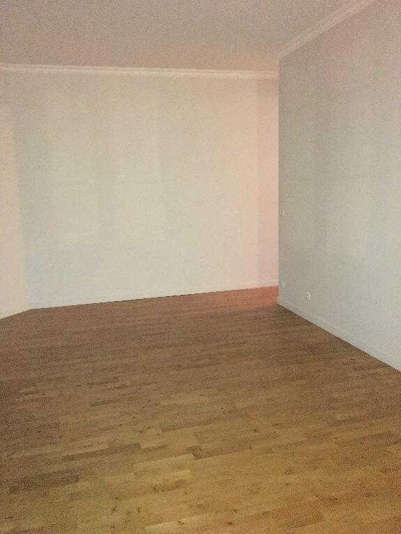 Appartement à louer 3 74m2 à Toulouse vignette-2