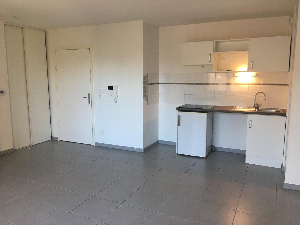 Appartement à louer 3 58.24m2 à La Salvetat-Saint-Gilles vignette-1
