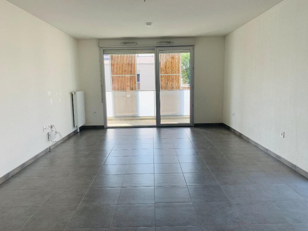 Appartement à louer 3 66.8m2 à Tournefeuille vignette-2