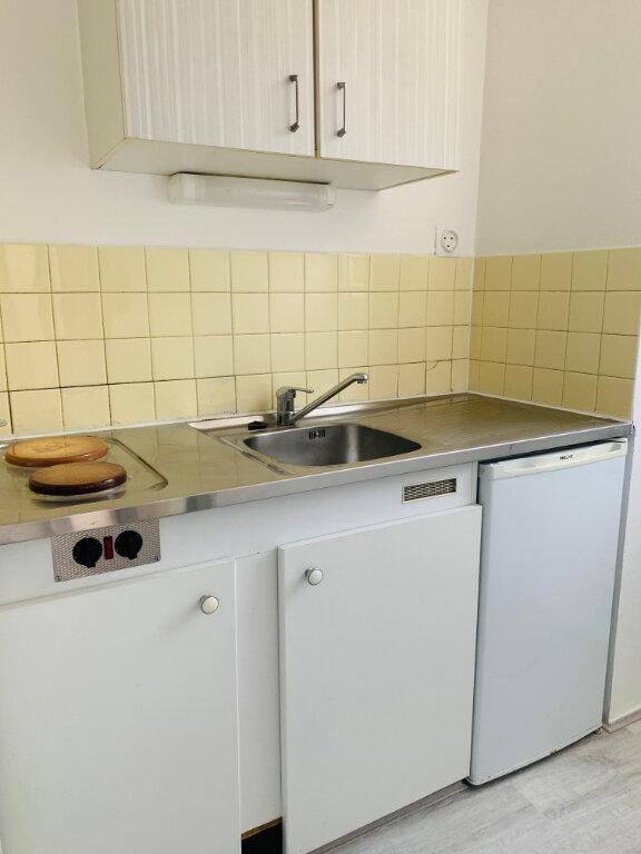 Appartement à louer 1 26m2 à Fort-de-France vignette-1