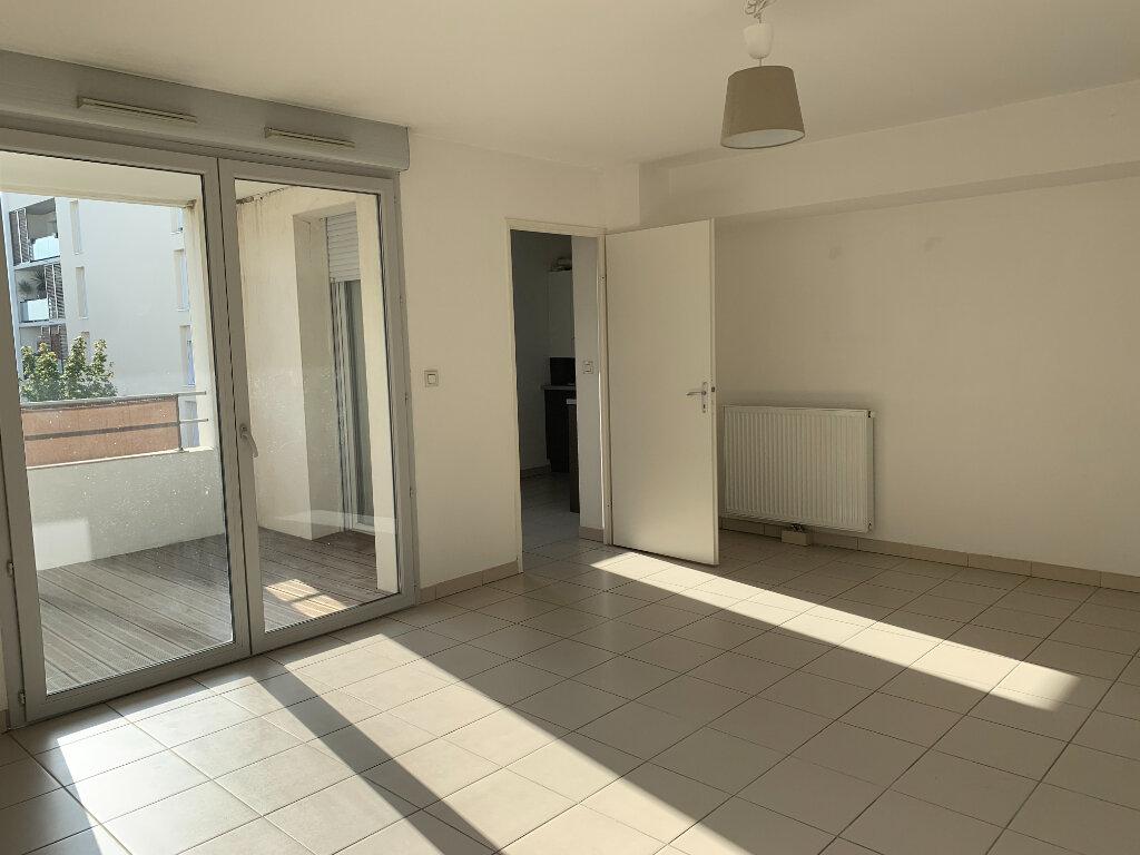 Appartement à louer 3 68.9m2 à Toulouse vignette-2