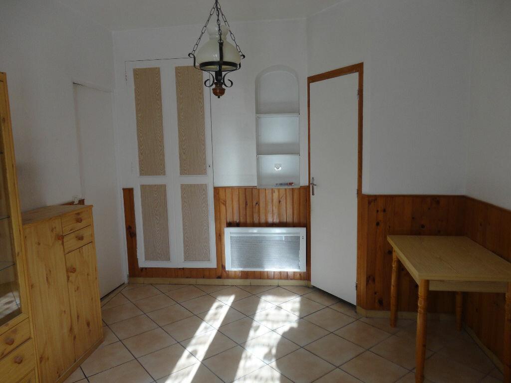 Appartement à louer 2 29.4m2 à Fontenay-Trésigny vignette-2