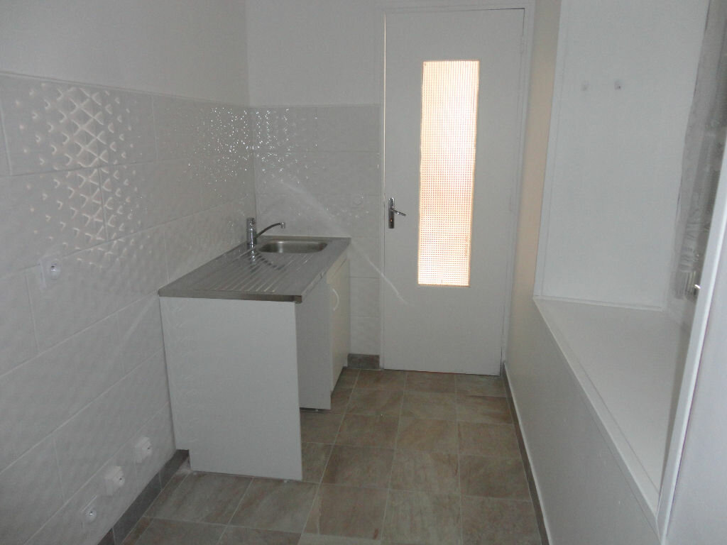Appartement à louer 2 29.4m2 à Fontenay-Trésigny vignette-3