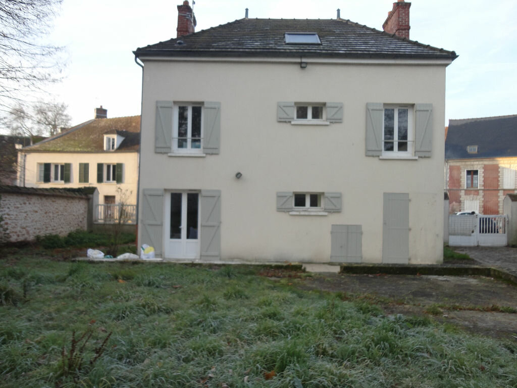 Maison à louer 6 109m2 à Fontenay-Trésigny vignette-1