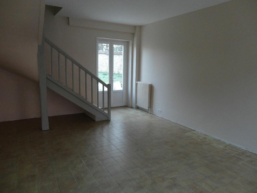 Maison à louer 6 109m2 à Fontenay-Trésigny vignette-3