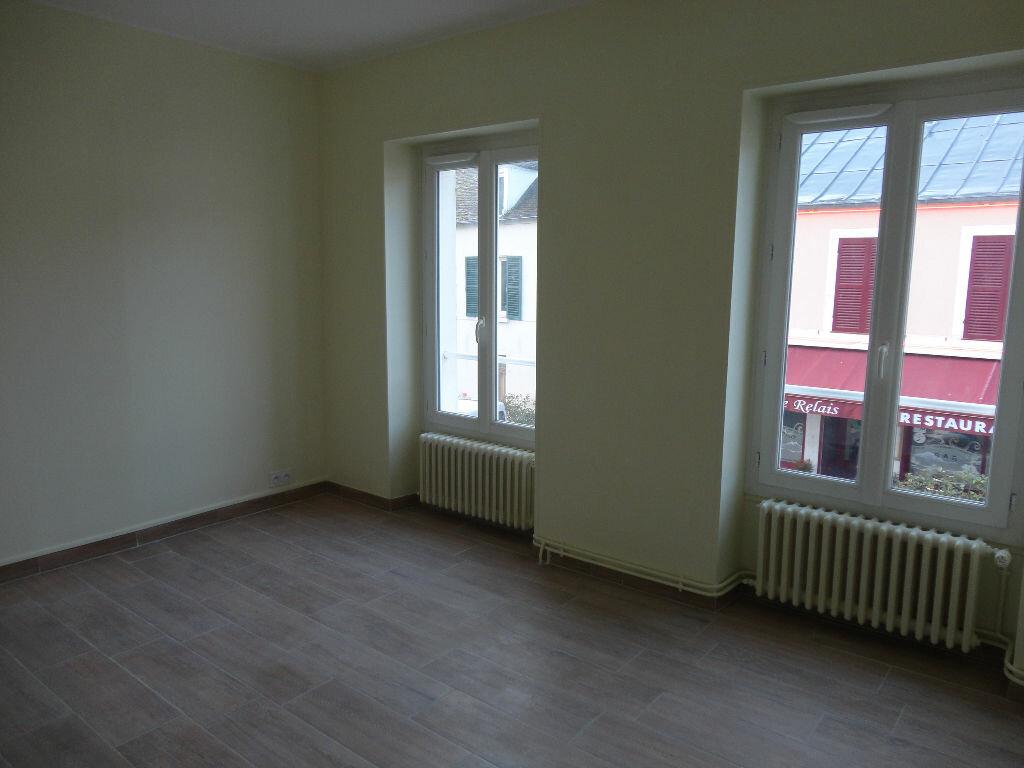 Maison à louer 6 109m2 à Fontenay-Trésigny vignette-6