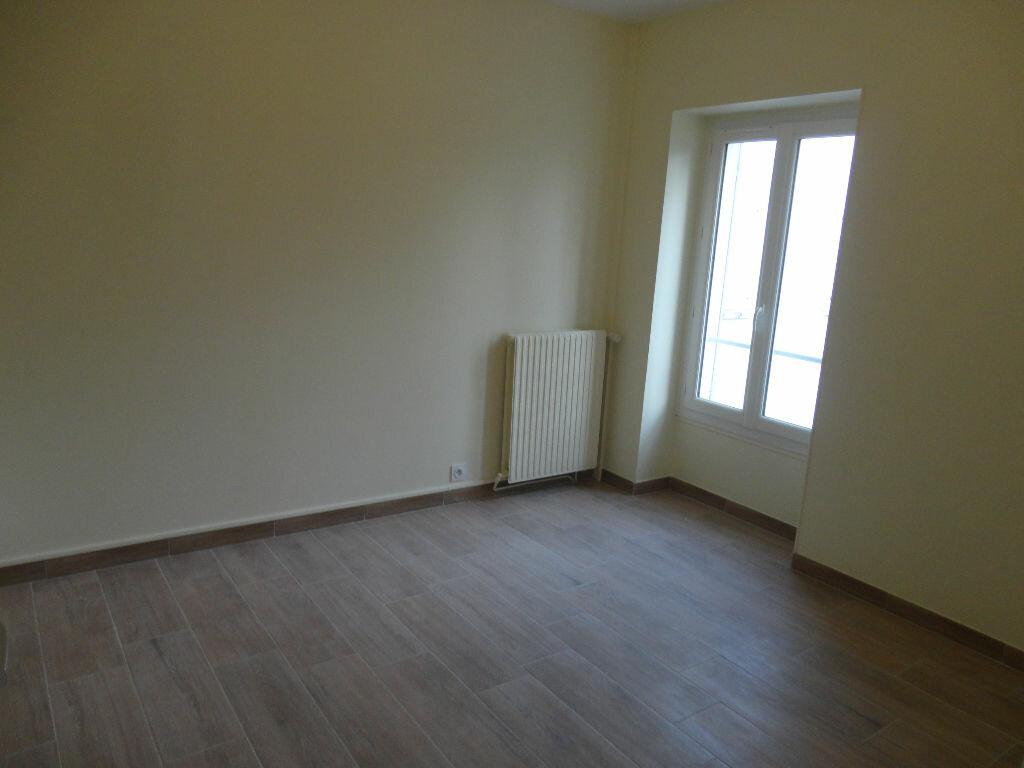 Maison à louer 6 109m2 à Fontenay-Trésigny vignette-12