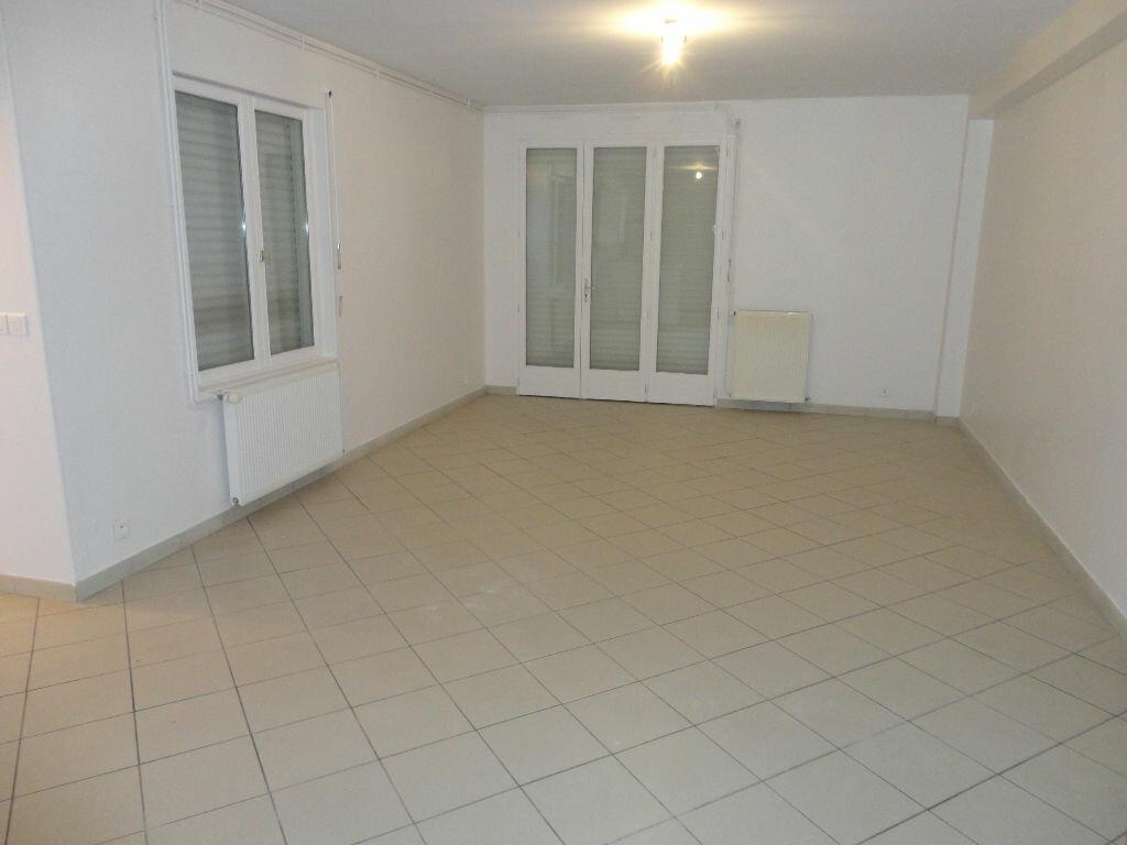 Appartement à louer 3 63m2 à Fontenay-Trésigny vignette-2