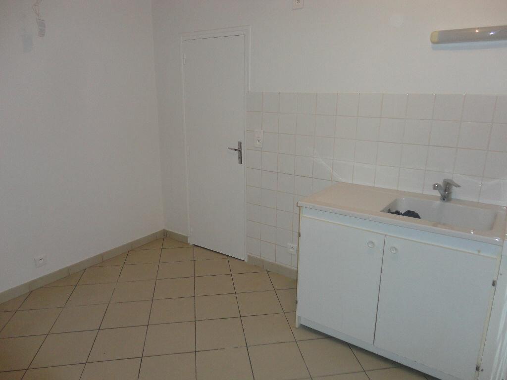 Appartement à louer 3 63m2 à Fontenay-Trésigny vignette-4