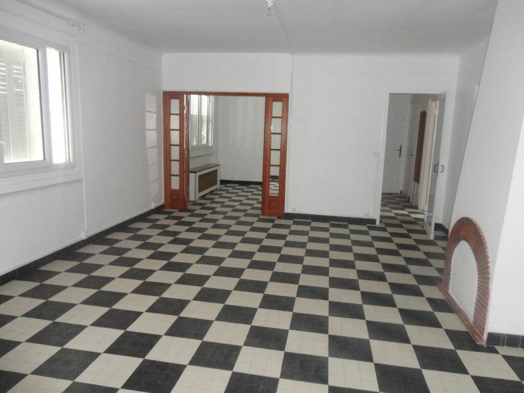 Maison à louer 6 97m2 à Rozay-en-Brie vignette-3