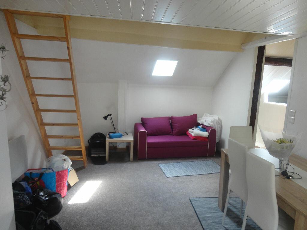 Appartement à louer 2 32m2 à Rozay-en-Brie vignette-1