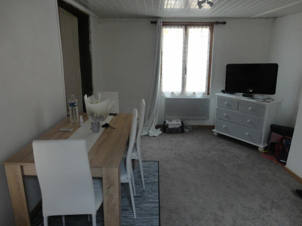 Appartement à louer 2 32m2 à Rozay-en-Brie vignette-3